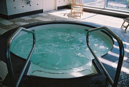 Hot Tubs 8-1