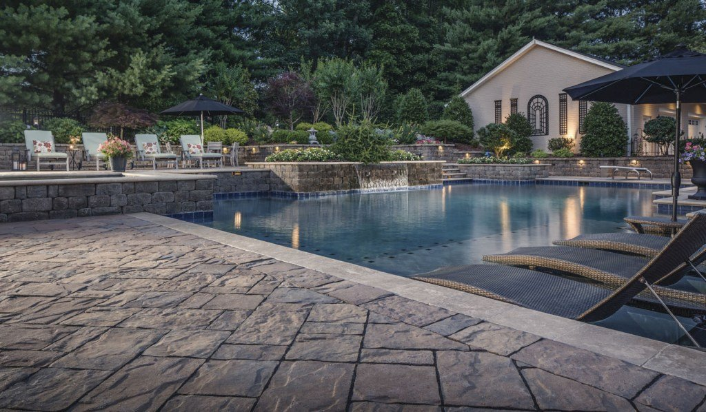10 pool deck designs to inspire your swimming pool installation