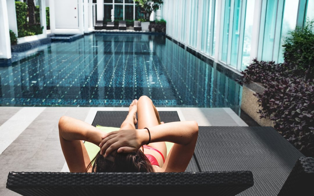 4 things to consider when shopping for pool furniture