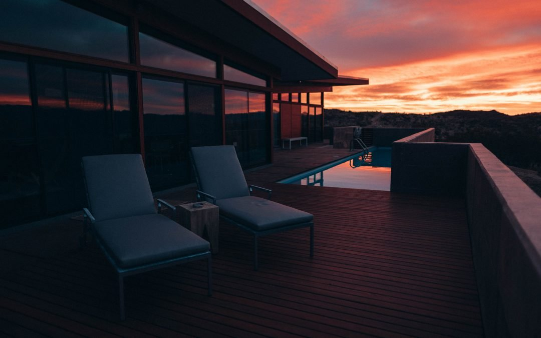 8 ways to decorate your pool deck to suit your lifestyle