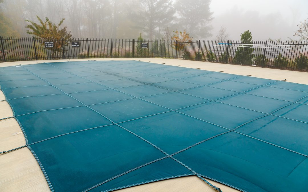 7 tips to help you properly care for your swimming pool cover during the winter