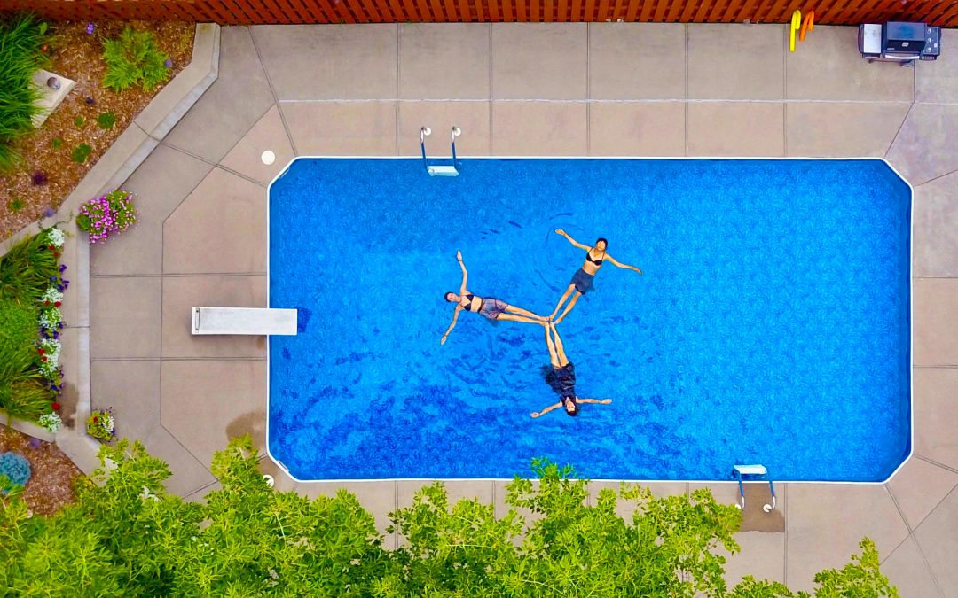 How to choose the right swimming pool size for your backyard