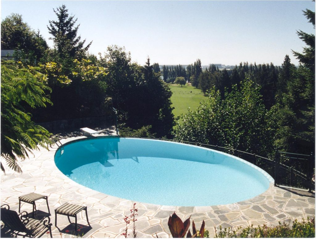 infinity edge - custom features to add to your swimming pool design - vancouver pool company - swimming pool contractor in vancouver - trasolini pools